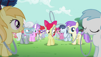 Hoop bouncing past Apple Bloom S2E06