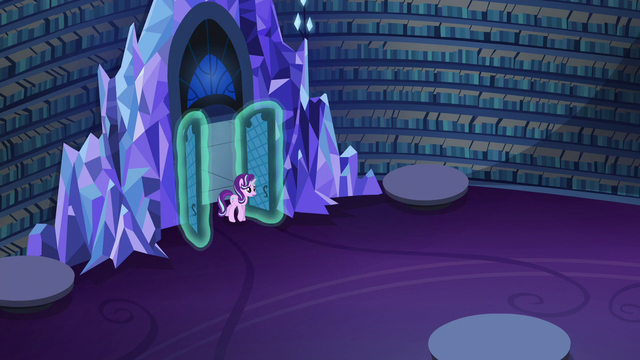 File:Starlight Glimmer returns to the library S6E21.png