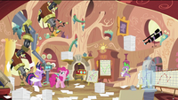 Pinkie Pie in Twilight's house S2E20