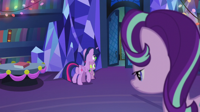File:Twilight and Spike walks out S06E08.png
