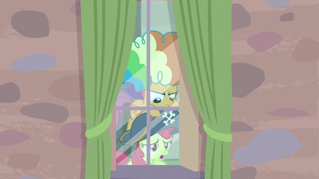 File:Apple Bloom pops up from under Scootaloo S7E8.png
