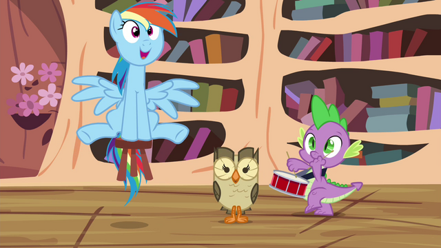 File:Rainbow, Owlowiscious and Spike still playing around S4E21.png
