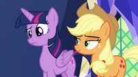 Twilight Sparkle confused S7E11