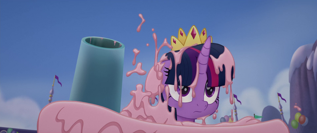 File:Twilight Sparkle covered in cake MLPTM.png