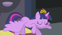 Twilight bowing to Princess Celestia S4E24
