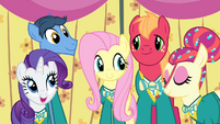 Fluttershy singing with the Ponytones S4E14