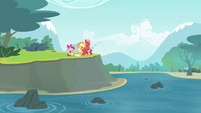 The Apples fishing S4E20