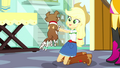 Applejack holding a clean Winona SS7.png
