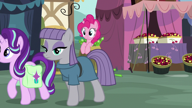 File:Pinkie Pie spying on Starlight and Maud S7E4.png