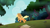 Applejack running from the timberwolves S3E9