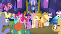 Mane Six annoyed by the stubborn crowd S7E14