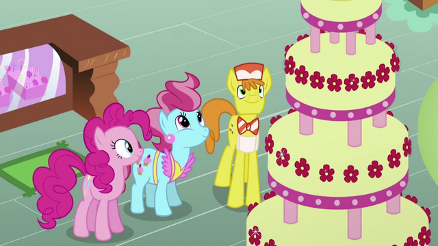 File:Pinkie Pie, The Cakes, and Cake S2E24.png