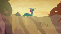 Twilight, Rarity and Rainbow in a dragon costume S2E21