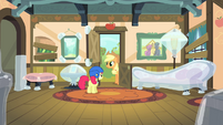 Apple Bloom sees Applejack S4E17