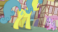 Diamond galloping toward Lemon Hearts S5E18