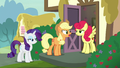 Applejack angrily confronting Strawberry Sunrise S7E9.png