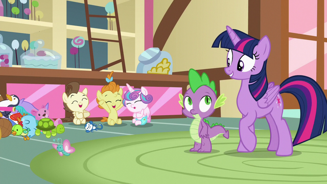 File:Twilight pleased that the babies are friends S7E3.png