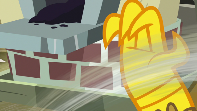 File:Gabby swipes envelope out of Gilda's claw S6E19.png