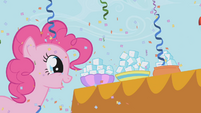 Pinkie looking at sugar cubes S1E03