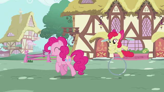 File:Pinkie Pie Walk 2 S2E6.png
