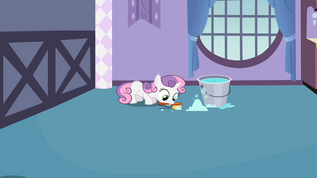 File:Sweetie Belle cleaning S02E05.png