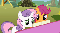 Sweetie Belle reading Scootaloo's lyrics S01E18