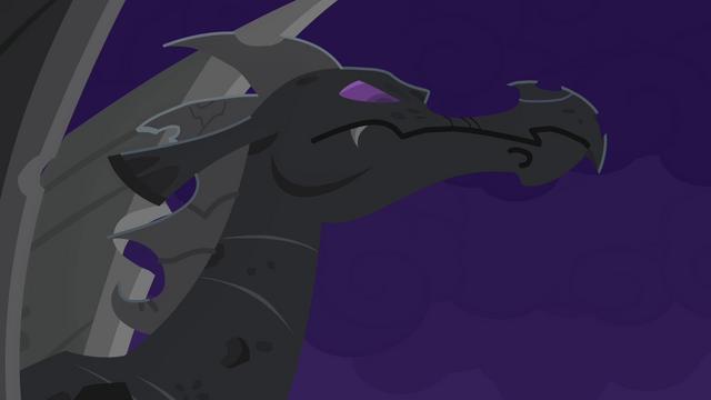 File:Dragon statue S4E03.png