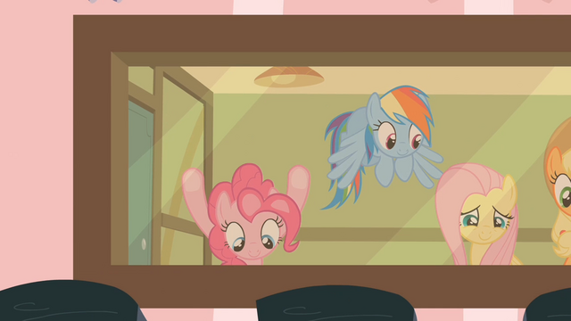 File:Pinkie PieFaceonGlassS2E13.png