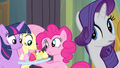 Pinkie Pie offers cupcakes to her friends S4E06.png