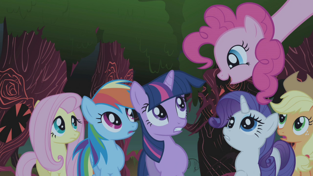 ファイル:Pinkie Pie singing Everfree Forest 1 S1E02.png