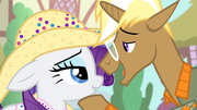 Trenderhoof 'That fruit-hauling pony named' S4E13