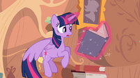 Twilight hovers while reading a book S4E03