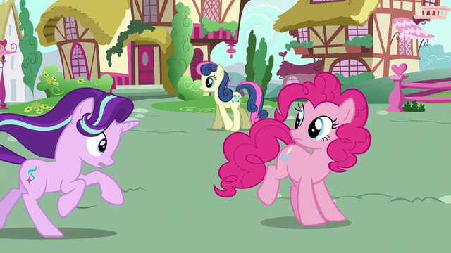 File:Starlight Glimmer catches up with Pinkie S6E25.png