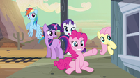 Pinkie Pie pointing when she finds Applejack S2E14