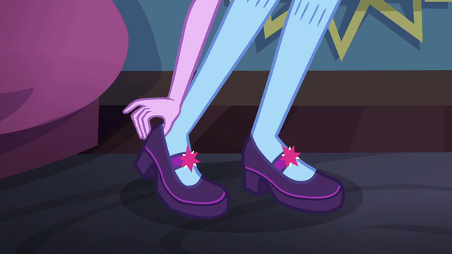 File:Twilight Sparkle putting her shoes on SS6.png