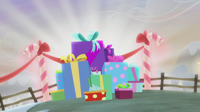 File:Pile of Hearth's Warming presents S5E20.png