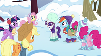 Ponies listening to Rarity S5E5