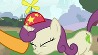 Cheese puts hat onto a pony's head S4E12