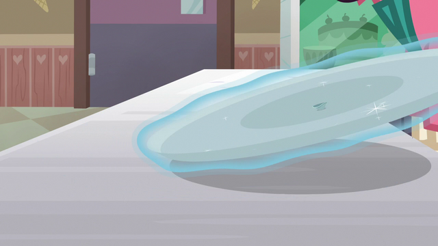 File:Empty ice cream tray gets levitated away S7E6.png