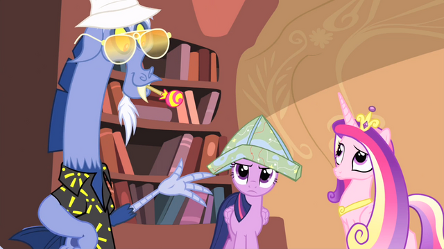 File:Twilight wearing map hat S04E11.png