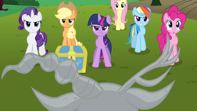 File:Rarity & Rainbow Dash confident S3E10.png