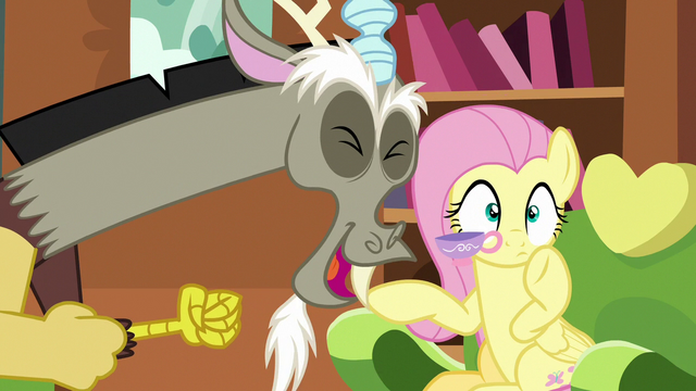 File:Discord excitedly startles Fluttershy S7E12.png