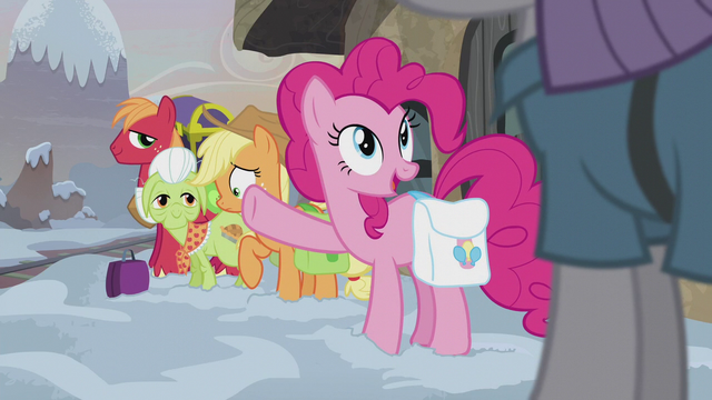 File:Pinkie Pie sees Maud arrive S5E20.png
