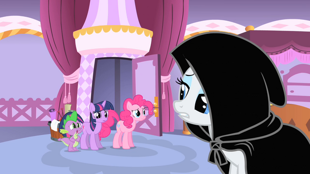 File:Rarity in a black cloak S1E20.png
