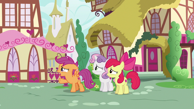 File:Scootaloo apologetically calls out to Gabby S6E19.png