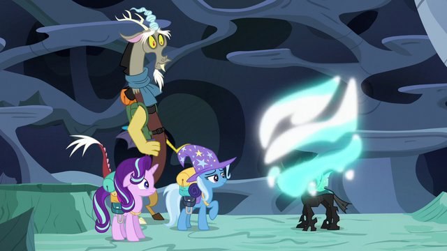 File:Thorax drops his Trixie disguise S6E26.png