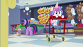 Flurry magically pushing the cart forward S7E3.png