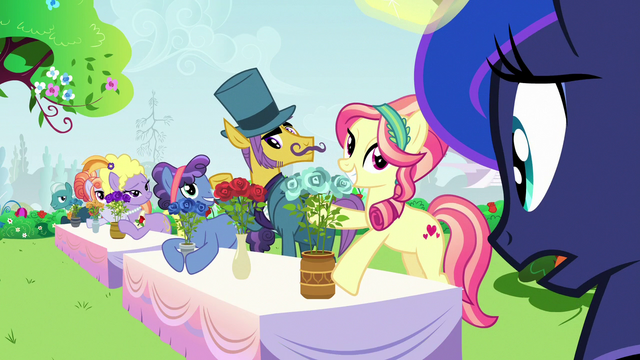 File:Princess Luna looking at other rose contest ponies S7E10.png