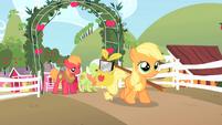 Filly Applejack leaving farm S1E23