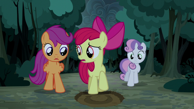 File:Apple Bloom finds another giant hoofprint S5E6.png